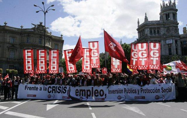 Miles de personas exigen en Madrid soluciones a la crisis