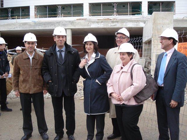 La consejera Ana Fernández en su visita a las obras de la residencia de Utebo