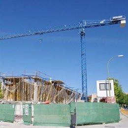 Grúa De Construcción En Un Municipio Gallego