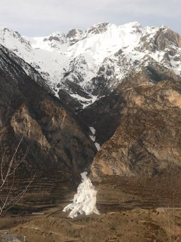 Alud en el Pirineo de Huesca