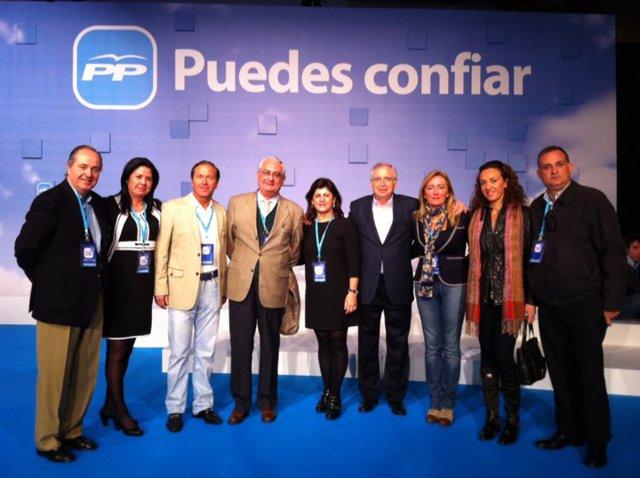Miguel Marín (tercero a la izquierda), junto a miembros del PP.