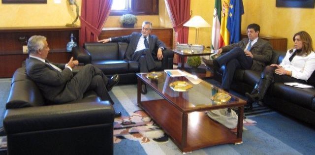 Reunión del presidente de la Junta con los dirigentes de los partidos, este miér
