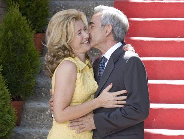 'Cuéntame cómo pasó', matrimonio dándose un beso