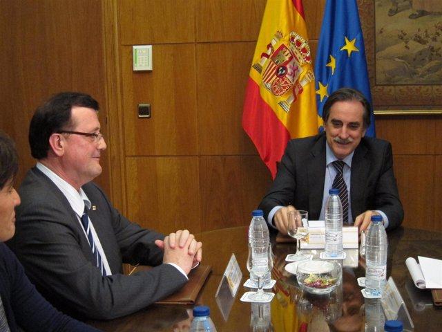 El conseller F.X.Mena y el ministro V.Gómez