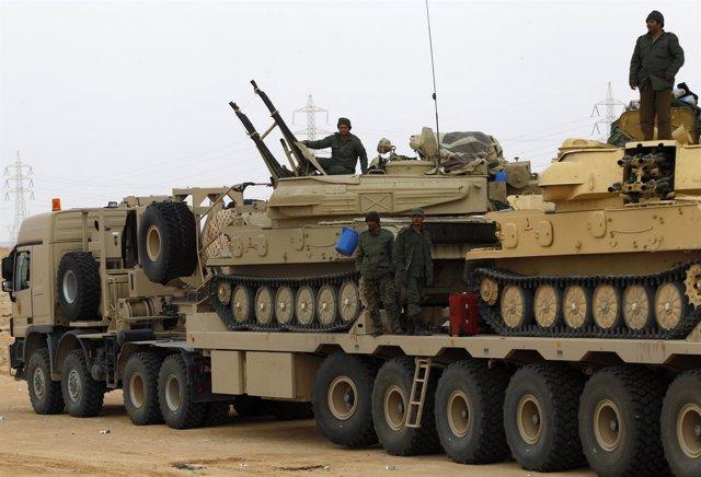 El ejercito libio camino de Benghazi