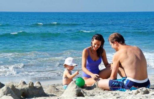 tomar el sol, broncearse, sol, verano, playa, familia, mar