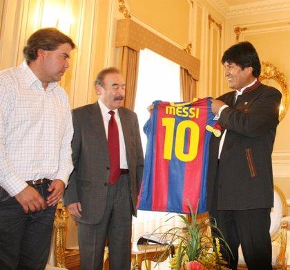 Bolivia.- Bolivia asegura que la camiseta de Messi fue un regalo del propio jugador para apoyar a los damnificados