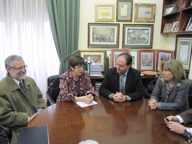 La consejera de Salud, Luisa Noeno, se reúne con el alcalde de Calatayud, Víctor