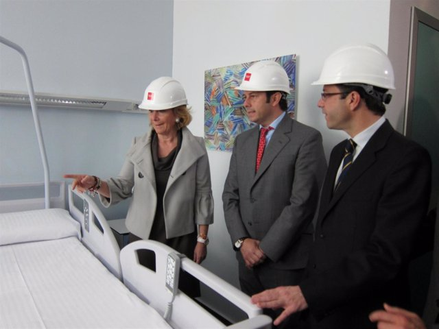 Aguirre y Lasquetty durante su visita al hospital