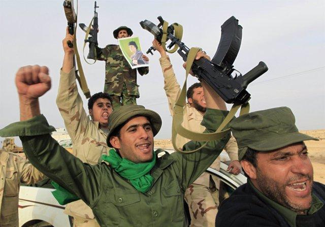 Soldados leales a Gadafi