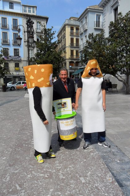 Andalucía.- Granada impulsa una campaña de concienciación para que los fumadores no tiren colillas al suelo