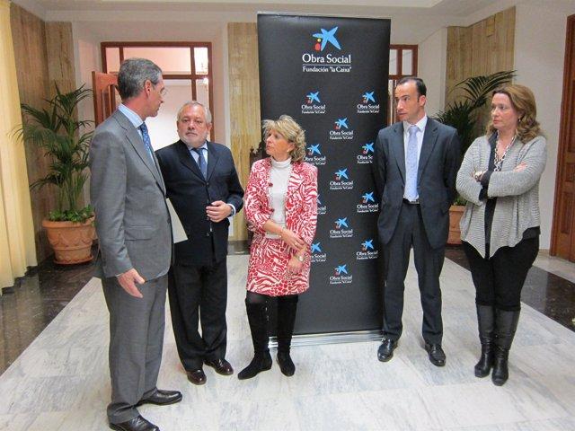 Alcalde de Córdoba, Andrés Ocaña, y la presidenta de Vimcorsa, Inmaculada Durán,