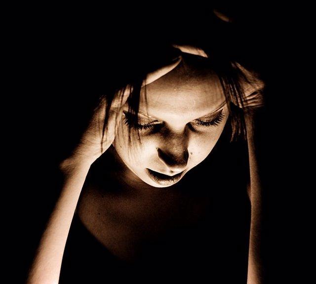 Migraña, dolor de cabeza, sufrimiento, mujer