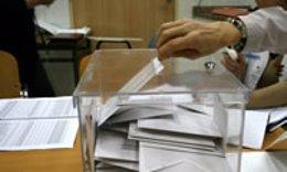 Urna en las elecciones del Instituto Catalán de la Salud