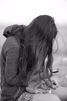 recurso chica con teléfono por jikatu CC Flickr