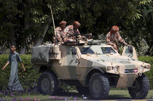 El Ejército de Omán apatrullando las calles