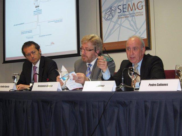 El presidente de ANSICH, Pedro Gómez (d), el presidente de la SEMG, Benjamín Aba