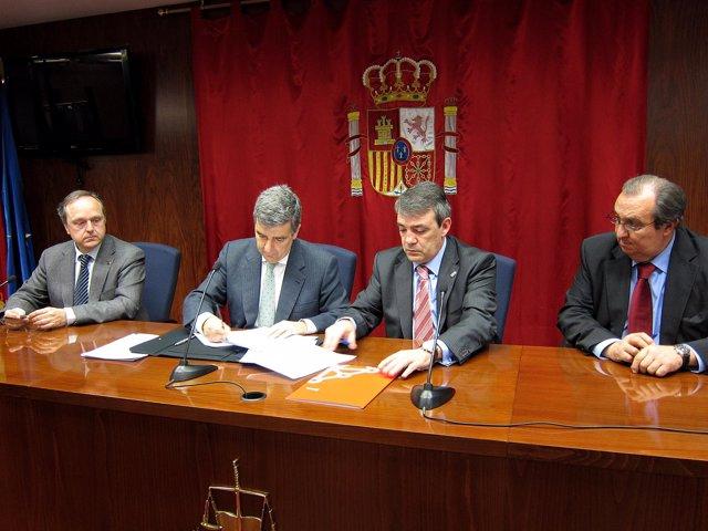Alfredo Irujo, Juan Manuel Fernández, Javier Caballero y Jesús de Lama en la fir