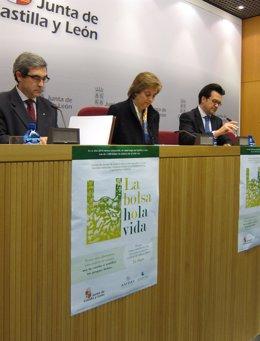 Ruiz, flanqueada por García Magarzo (i) y Pascual Alameda, durante la presentaci