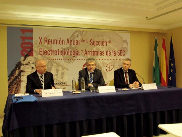 En el centro de la  imagen el doctor Ignacio Fernández Lozano, presidente de la