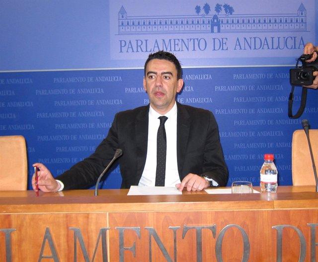 Mario Jiménez, este miércoles en el Parlamento