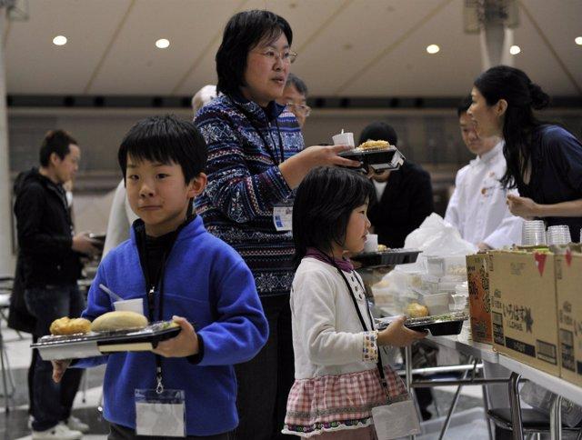 Refugiados japoneses de Fukushima tras el tsunami