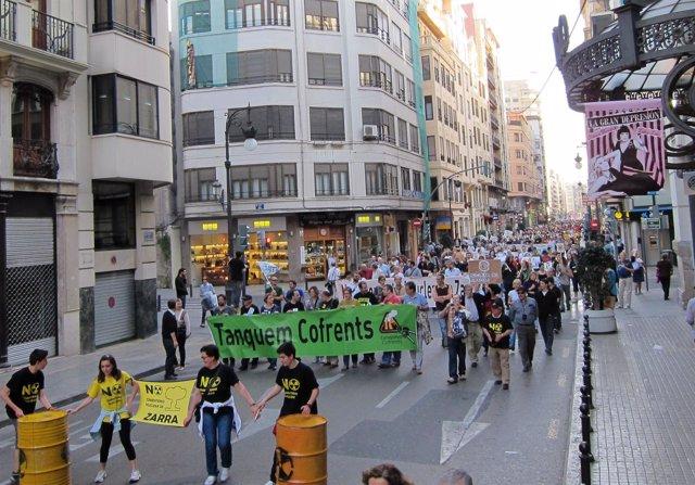 Marcha de Tanquem Cofrents en la calle San vicente