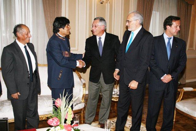 El Presidente Boliviano, Evo Morales, Acompañado De Varios Ex Mandatarios.
