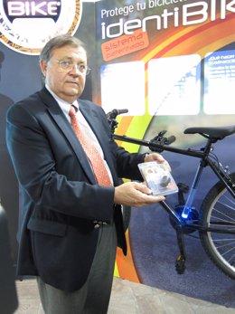 Bresó, Mostrando El Nuevo Chip Para Bicicletas