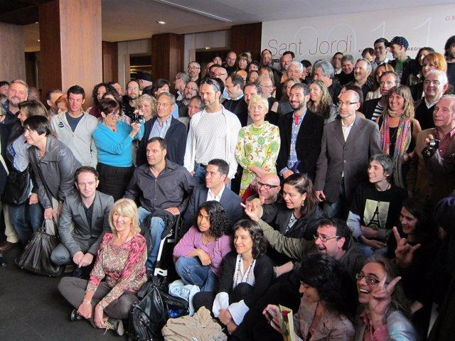 Foto De Grupo De Escritores En Sant Jordi