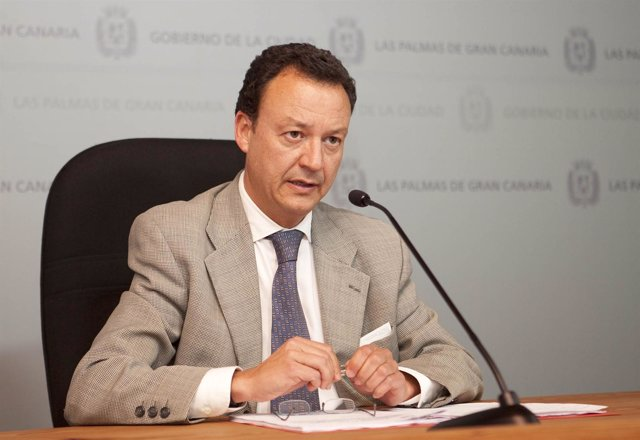 El Concejal De Fomento, Fernando Navarro,