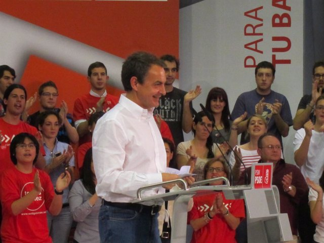Zapatero en un mitin en Alcalá de Henares