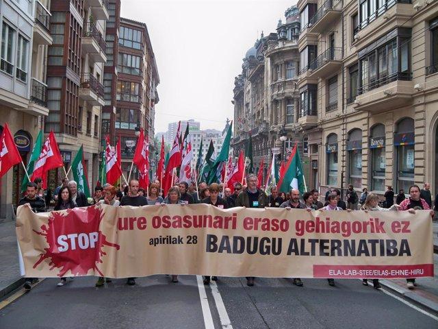 Manifestación de ELA, LAB, STEE-EILAS, EHNE e Hiru en el Día de la Salud Laboral