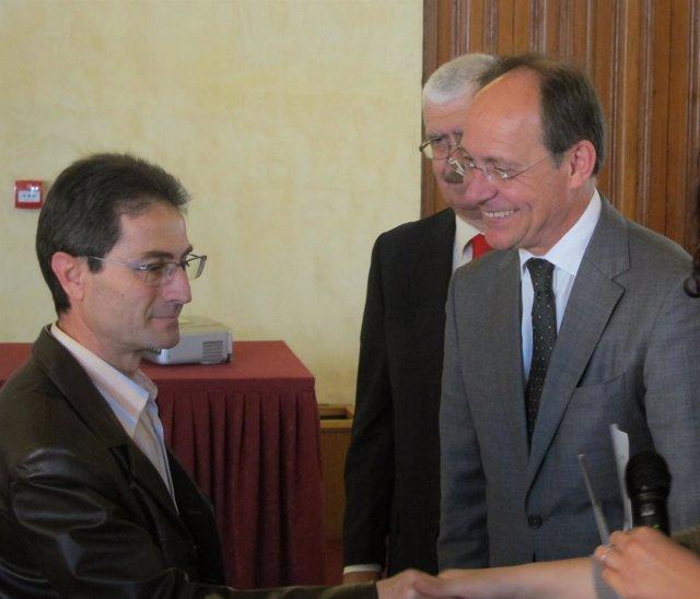 El Consejero De Medio Ambiente, Jose Juan Díaz Trillo, Entrega Distinciones