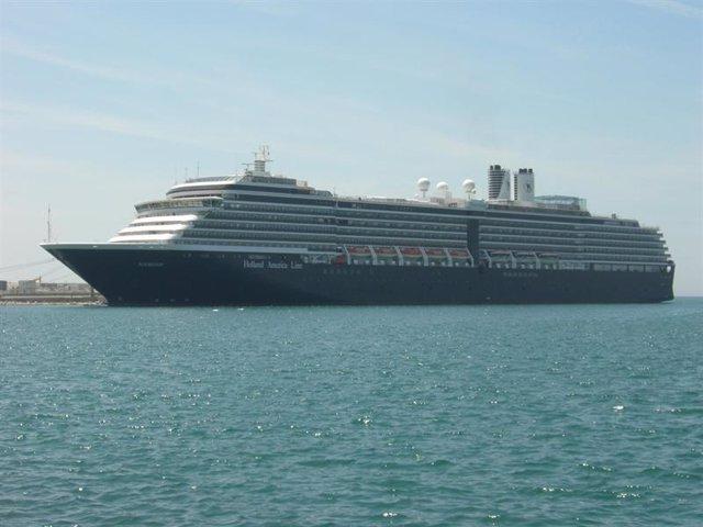Un barco de cruceros