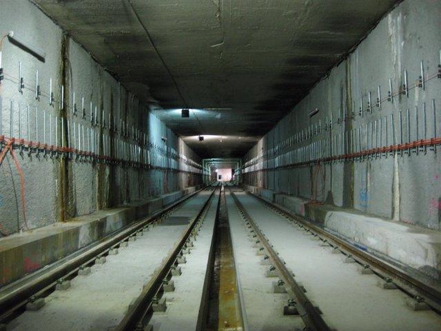 Instalación de las vías en el túnel de la línea 2 del metro de Málaga