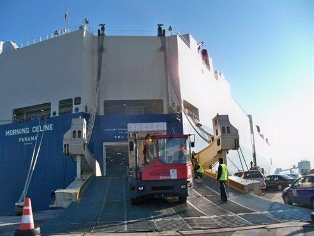 Barco en el puerto de Santander
