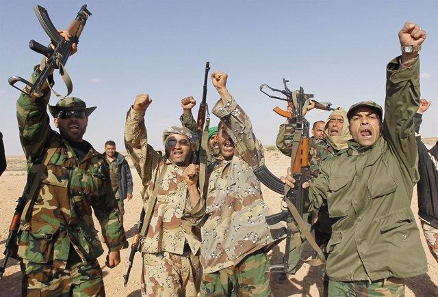Soldados Leales A Muamar Gadafi Celebran Las Últimas Victorias