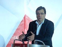 Guillermo Fernández Vara En Un Acto Del Partido