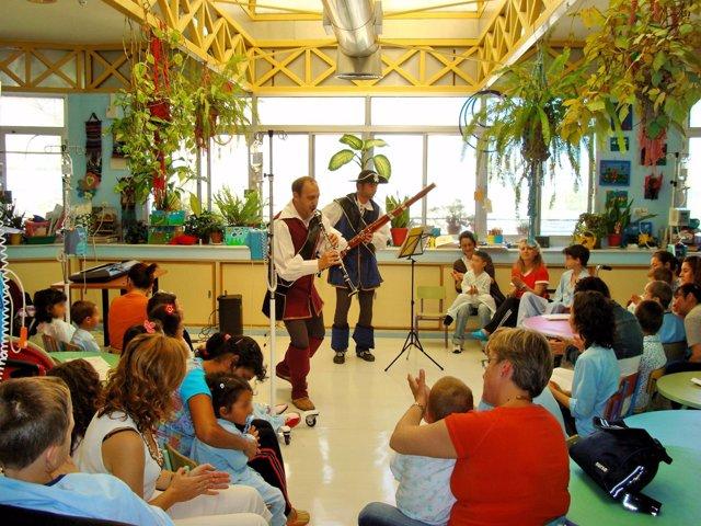 Músicos Amenizando La Estancia A Niños Ingresados En Un Hospital Andaluz