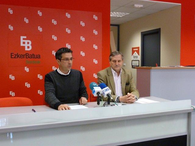 El Coordinador General De EB, Mikel Arana, Y El Eurodiputado De IU, Willy Meyer.