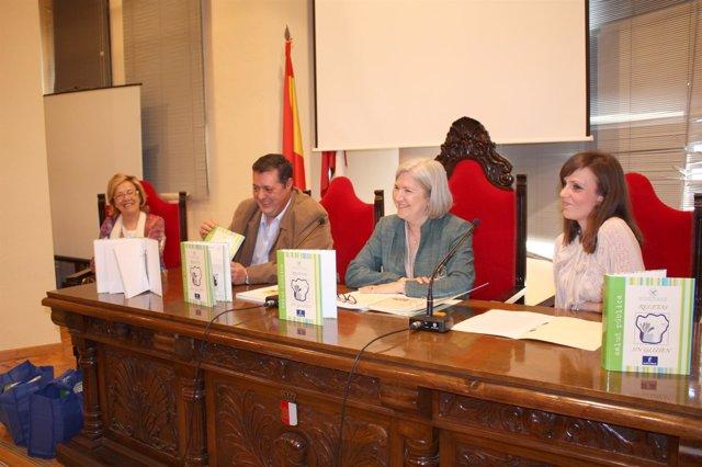 Hernández En La Presentación De La Guía En Albacete