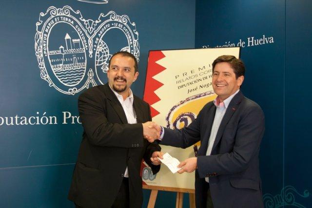 El Escritor Javier Pérez Recoge El Premio 'José Nogales' En Huelva
