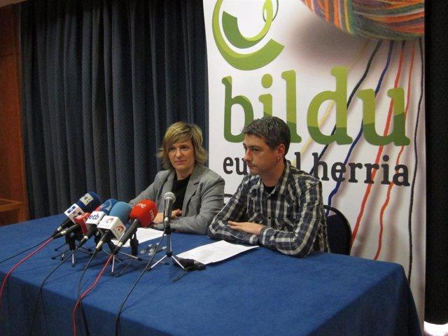 Los Portavoces De Bildu Ikerne Badiola Y Oskar Matute