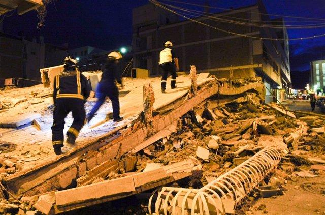 Labores De Rescate Tras Los Terremotos De Lorca