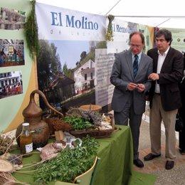 El Consejero José Juan Díaz Trillo Visita La Feria De La Ciencia