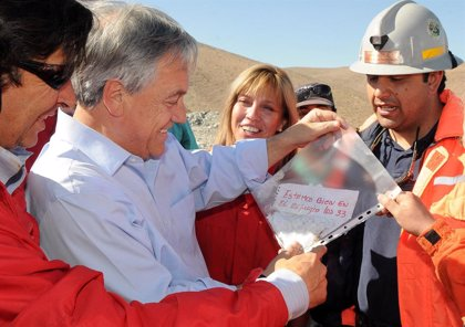 Chile.- Uno de los 33 mineros chilenos pide a Piñera que le devuelva la nota que confirmó que estaban vivos