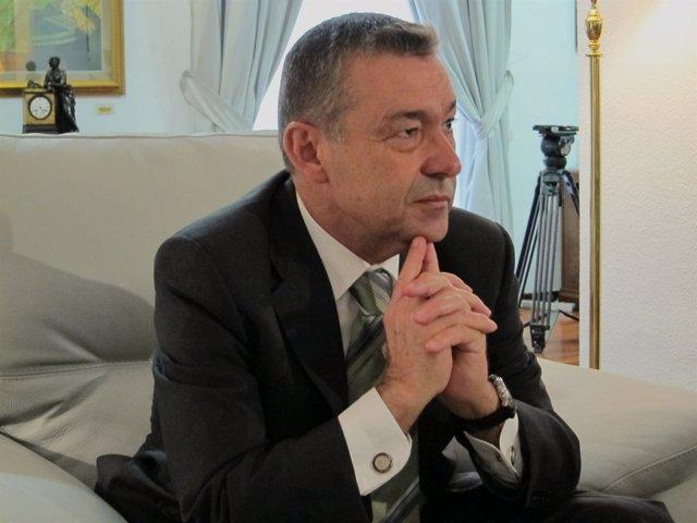 Paulino Rivero En Un Encuentro Con Periodistas