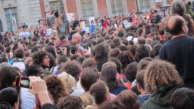 Concentración Movimiento 15-M En Puerta Del Sol. Acampada.