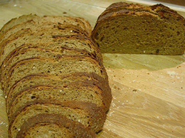 Rebanadas de pan de harina de trigo y malta